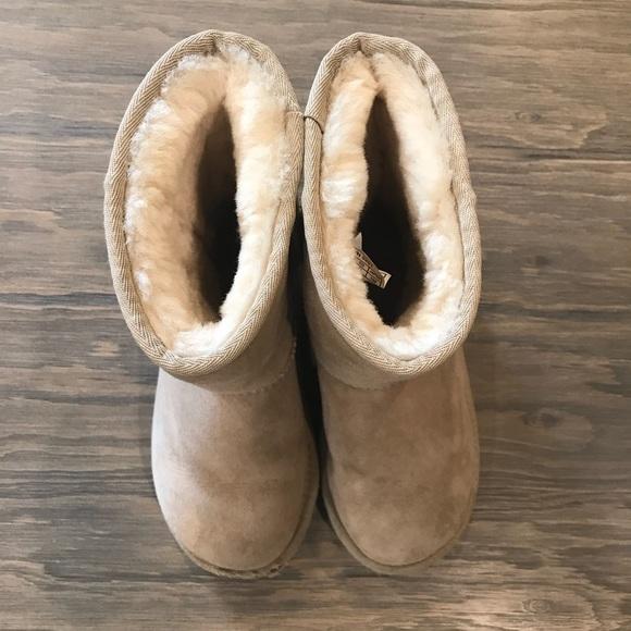 15b2f2e75cf Kids classic UGG boots size 1